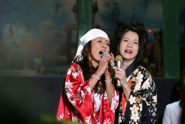 あゆみ姐さん登場!マイクトラブルのため大接近で歌唱!それがまたかっこいい!